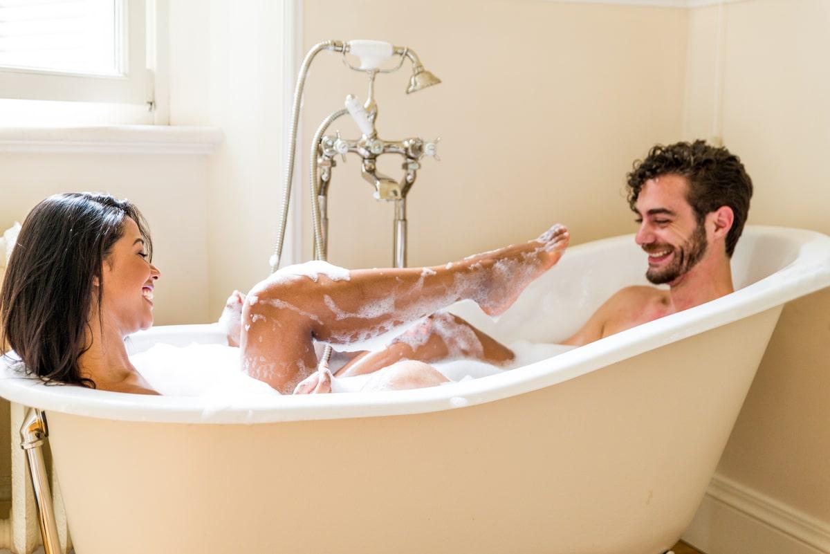 Покупаем супер-комфортную ванну для двоих и проводим романтический вечер